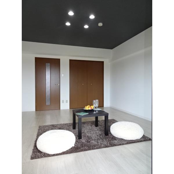 クロス貼替・照明交換で空間を広く(賃貸マンション・リノベーション)